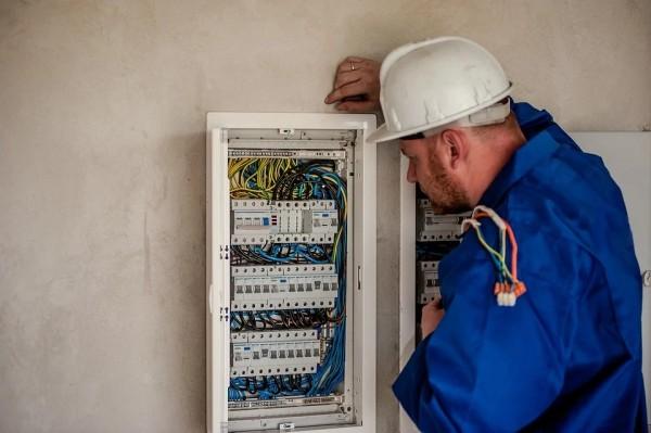 Elektrofachkraft (365 Tage Lizenz)